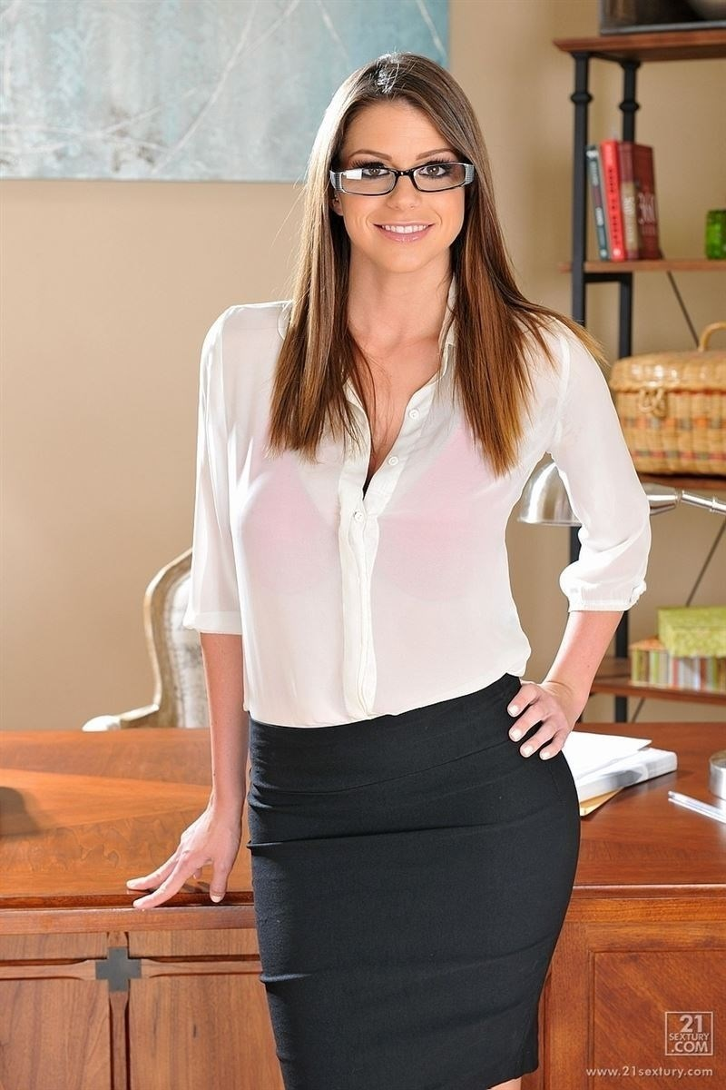 brooklyn-chase-gets-nailed-on-her-office-desk-by-the-boss-1.jpg